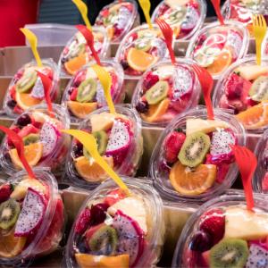 Opakowania na owoce plastikowe. Pojemniki na owoce plastikowe. Pojemniki na owoce 500g. Pojemniki na owoce 250g. Pojemniki na owoce miekkie. Pojemniki plastikowe na truskawki. Pojemniki plastikowe na owoce jednorazowe. Pojemniki na borówki plastikowe.