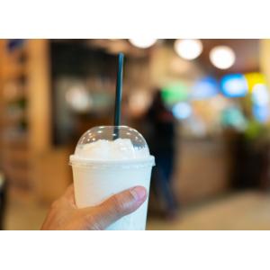 Kubki plastikowe szeików. Kubki do napojów . Kubki do koktajli. Kubki plastikowe jednorazowe. Kubku PET.